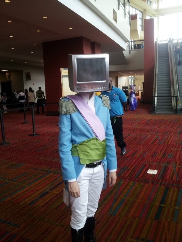 An epic cosplayer of Prince Robot IV from Saga