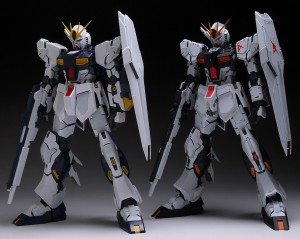 The standard Nu Gundam is on the left.