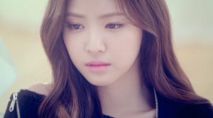 If you say Naeun at a glance, you'd think she's crying, right?