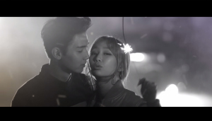 Hyolyn and Jooyoung getting along for once.